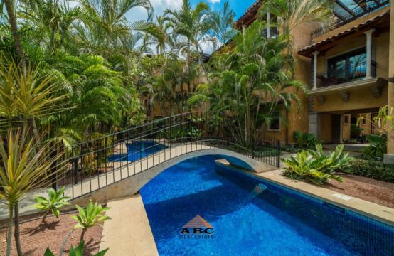 La Esquina #1 – Two bedroom condo a block away from the ocean at Playa Langosta
