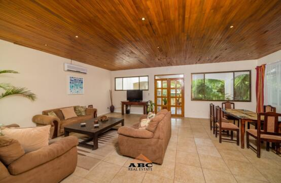 Large 3 Bedroom Penthouse close to Tamarindo Beach - Living Room 1