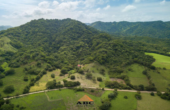 Finca Sol y Brisas – Farm with pastures, mountain, valley and ocean view with house included