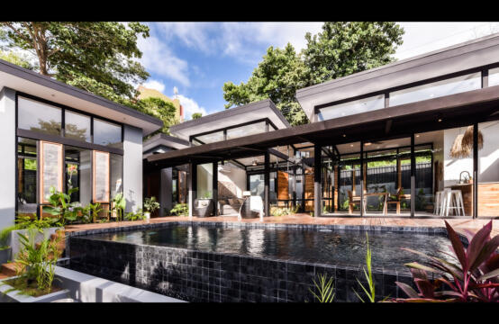 Casa Negra – Beautiful custom home on private corner lot in Tamarindo