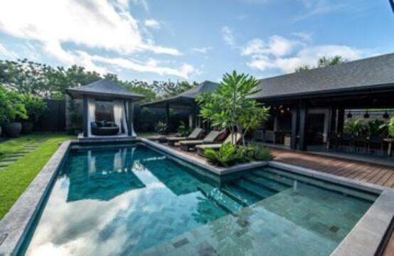 Breathtaking Balinese House in Langosta